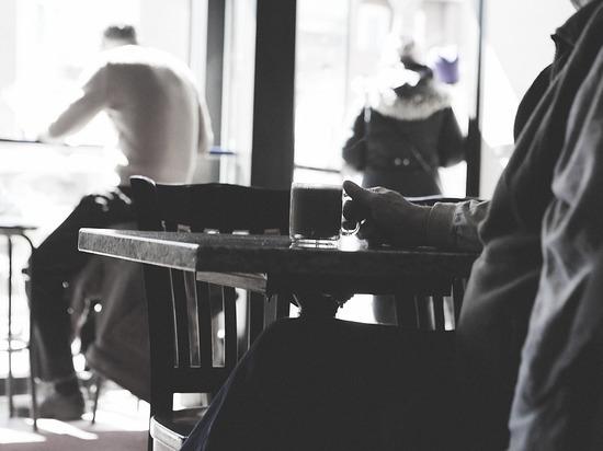 Молодой человек ударил пенсионера стулом в кафе в Карелии