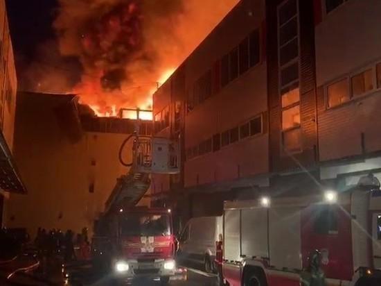 Вертолеты МАЦ приступили к тушению пожара площадью 2 тыс. кв. м на складах Москвы