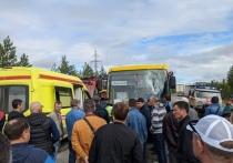 Водителя автобуса убило слетевшей со встречного авто монтировкой на трассе в ЯНАО