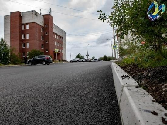 На улицах Капитана Буркова и Володарского обновили дорожное полотно
