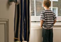 Шестилетний ребенок чудом выжил после падения из окна четвертого этажа в Купчино