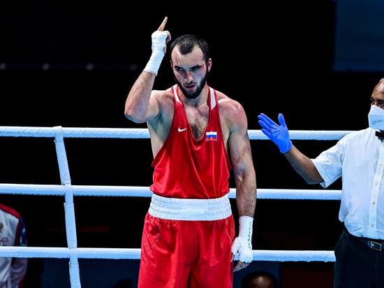 Боксер Гаджимагомедов гарантировал себе медаль Игр, выйдя в полуфинал
