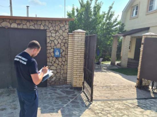 Педагоги и родные погибшей 15-летней школьницы из Самарской области категорически отрицают появившуюся информацию о том, что девятиклассница якобы состояла в интимной близости с 42-летним подполковником полиции, который зарезал ее на дороге