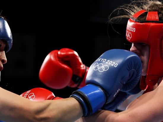 Боксер Замковой обеспечил сборной России олимпийскую медаль