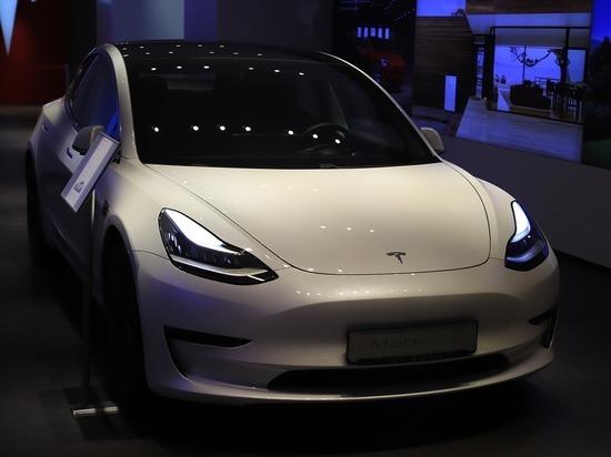 Tesla добавила в свои электрокары поддержку русского языка