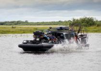 Легко преодолевает мелководье и ледяные торосы с грузом: новое судно получили спасатели в Салехарде
