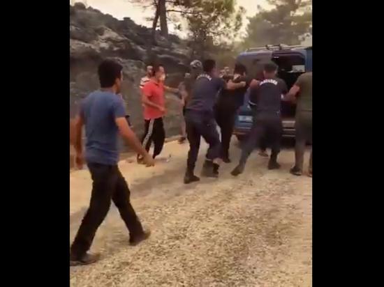 В Турции задержали подозреваемых в поджогах