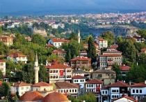 Этим летом Турция остается главным туристическим направлением для россиян, несмотря на происходящие там природные катаклизмы