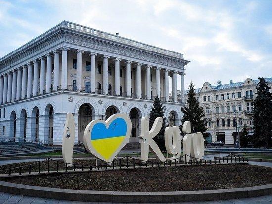 В Киеве полиция применила против противников акции ЛГБТ слезоточивый газ