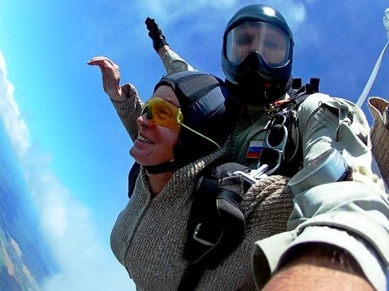 73-летняя йошкаролинка впервые совершила прыжок с парашютом