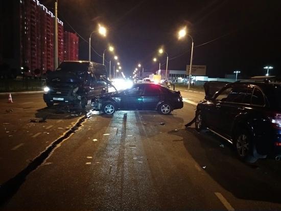 В Курске в тройном ДТП с такси пострадали три человека