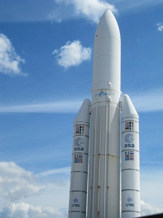 Ракета Ariane 5 с перепрограммируемым спутником связи стартовала на орбиту