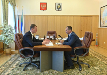 Михаил Дегтярев провел личную встречу с главой района имени Полины Осипенко Сергеем Кузьминым