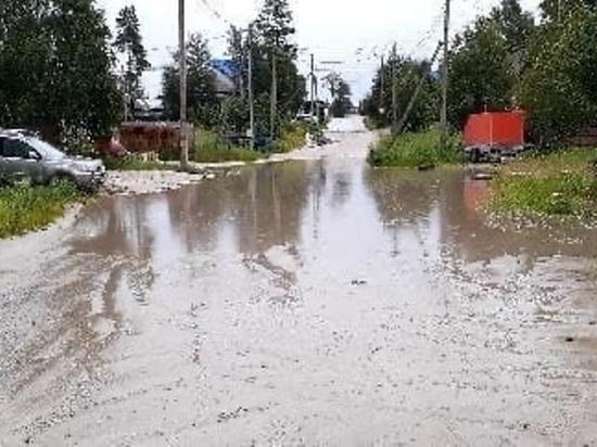 Лодку хотят купить жители Ноябрьска для передвижения по затопленной улице