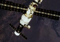 """В переходной камере российского модуля """"Звезда"""" на МКС, где ранее была зафиксирована утечка воздуха, произошло значительное падение давления"""