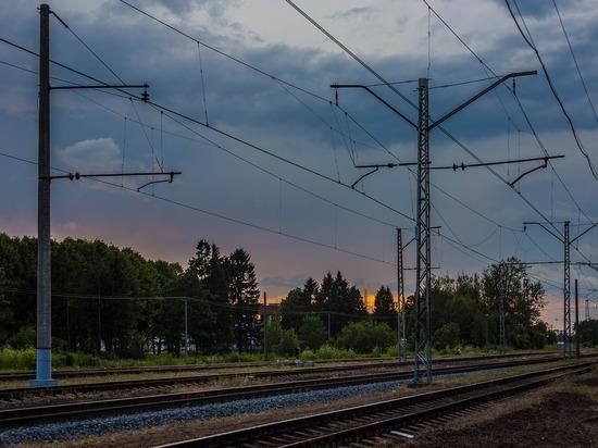 Поезд Адлер-Москва столкнулся с цементовозом под Калугой