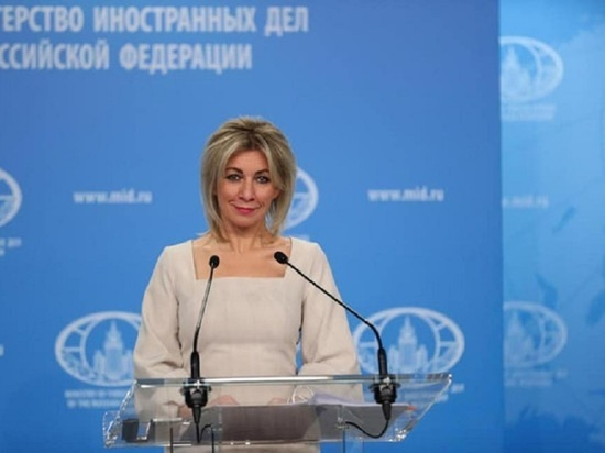 Захарова высмеяла заявления главы МИД Франции о неонацизме на Украине