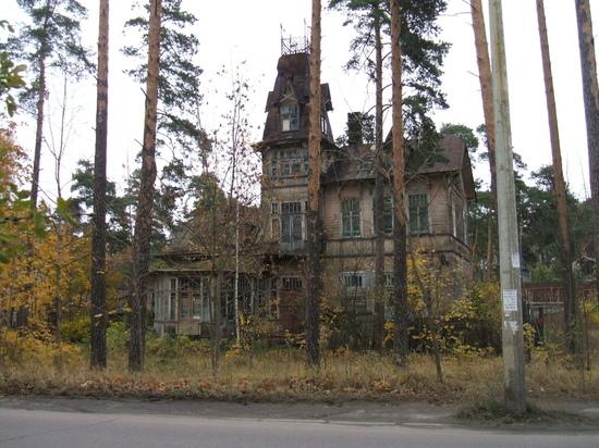 В Петербурге обрушилась часть исторической дачи Кривдиной