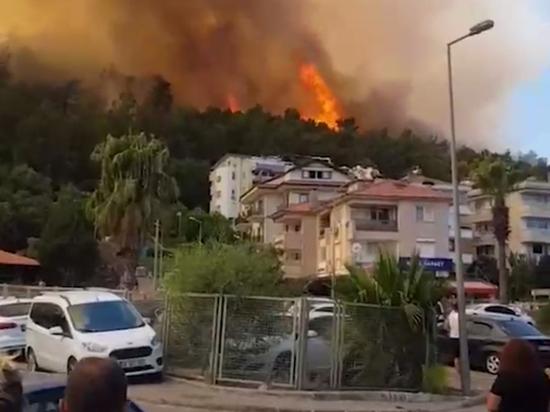 Из-за пожара в турецком Бодруме порядка 100 российских туристов планируется временно разместить в других отелях региона