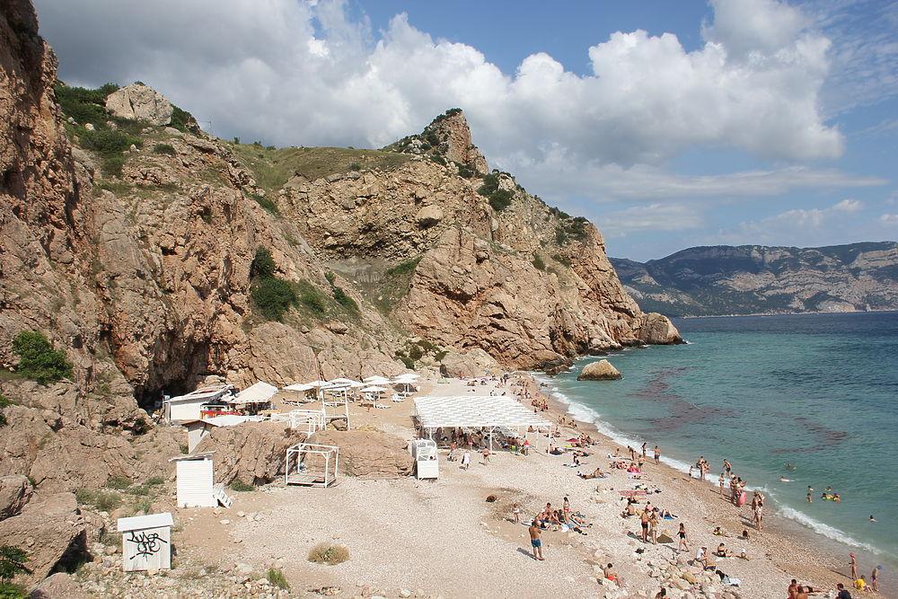 Туристы в Крыму нашли пляж с идеально чистой водой