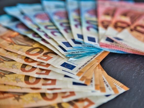 Эксперт назвал валюту, которая заменит россиянам доллар