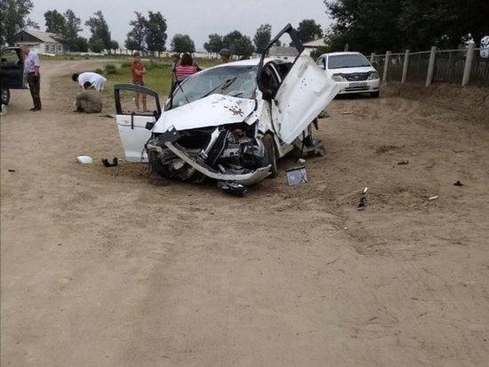 Водитель в деревне в Бурятии врезался в забор