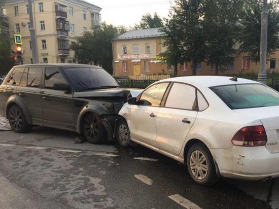 Пассажирка такси попала в больницу после столкновения в Екатеринбурге