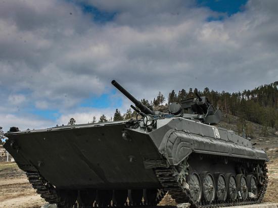 Мотострелки ВВО в Бурятии тренируются водить БМП