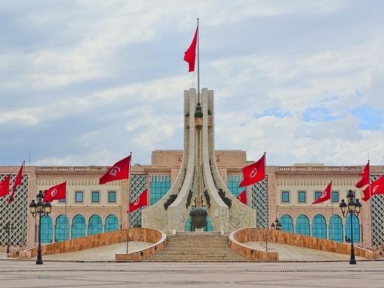 Советник Байдена призвал Тунис «вернуться на путь демократии»