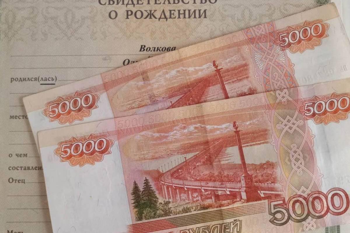 Пенсионный фонд начнет перечислять «путинские 10 тысяч» родителям костомских школьников