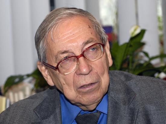 Президент и бывший декан факультета журналистики Московского государственного университета Ясен Николаевич Засурский скончался в возрасте 91 года
