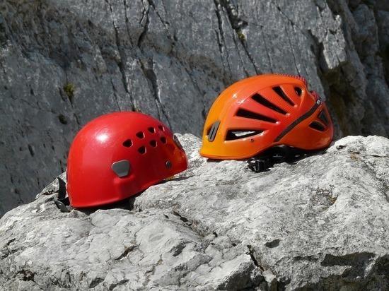 Туристы попали под камнепад на Кавказском хребте в КБР