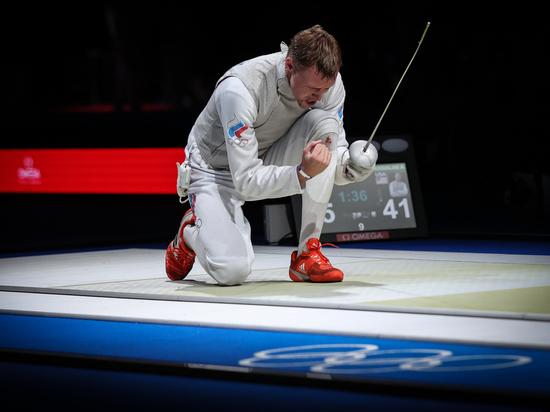 Мужская сборная России по фехтованию стала серебряным призером Игр