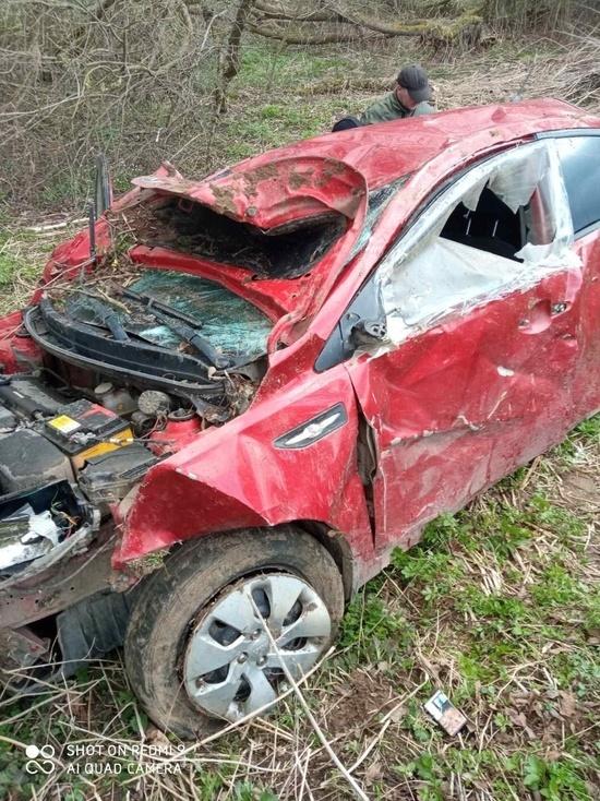 В Ярцево опрокинулся автомобиль, имеется пострадавший