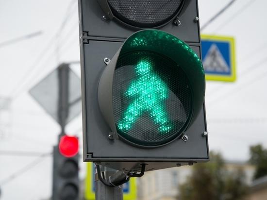 Светофор на перекрестке улиц Энгельса и Каминского в Туле перевели в режим мигающего желтого