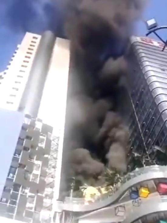 В Китае горит Сианьская башня международной торговли