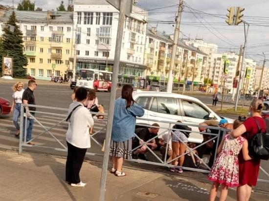 """В Костроме  дама на """"БМВ Х3"""" сбила 5-летнего ребенка на пешеходном переходе"""
