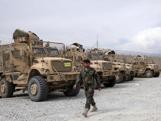 Американская военная техника стала трофеем мародеров и боевиков