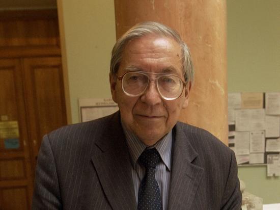 Прощание с президентом журфака МГУ Ясеном Засурским пройдет во дворе факультета