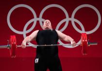 В понедельник, 2 августа, в Токио прошли соревнования среди тяжелоатлеток в весовой категории свыше 87 кг, и в них принимала участие первая женщина-трансгендер Лорел Хаббард. Такой важный день закончился для новозеландской спортсменки, которая до 35 лет была мужчиной, неудачно — она провалила все три попытки в рывке и на вторую часть выходить уже не стала.