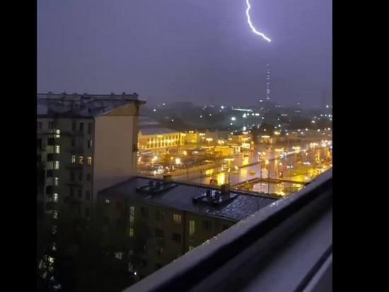 Молния в Москве ударила в Останкинскую башню