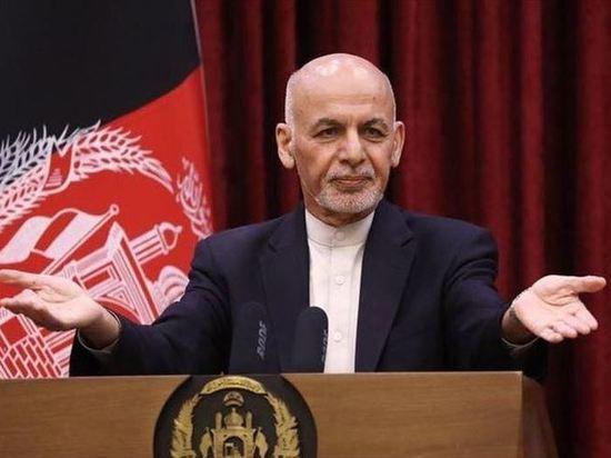 """Президент Афганистана призвал к """"войне против талибов"""", чиновники - к передаче власти третьей стороне"""