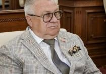 Алтайский депутат и директор барнаульского зоопарка Сергей Писарев возмутился, что наших медиков переманивают работать в другие регионы