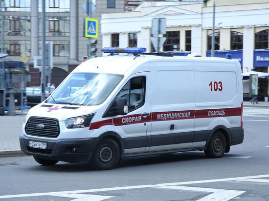 15-летняя москвичка госпитализирована с отравлением неизвестным веществом после того, как ей сделали укол на улице