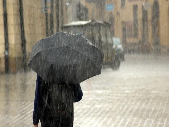 Улицы Петербурга ушли под воду из-за проливного дождя