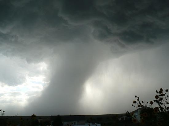 Синоптик предупредил о возникновении торнадо в Центральной России