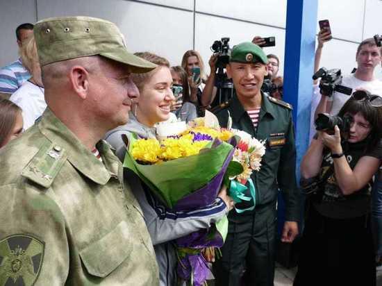 В Омске олимпийскую чемпионку Бацарашкину встретили с военным оркестром