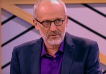 Телеведущий Александр Гордон дал интервью блогеру Юрию Дудю и рассказал ему, почему пытался задушить колготками участника шоу «Мужское и женское» на Первом канале