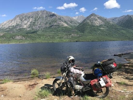 Байкера-путешественника едва не прибило камнями и почти смыло в реку во время ночлега по дороге на Ямал
