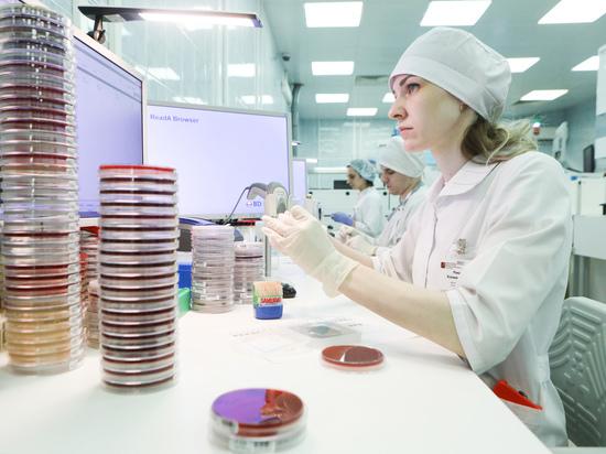 С момента появления в конце декабря 2019 года в Ухане новый коронавирус SARS-CoV-2 постоянно мутирует